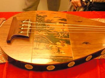 20100730正倉院復元楽器四弦琵琶.jpg